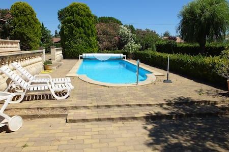 Jolie dépendance (55m²) avec grande piscine - Apartment