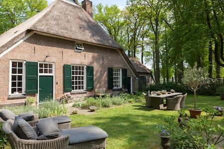 Old  farmhouse on beautifull estate - Heerde - Bed & Breakfast