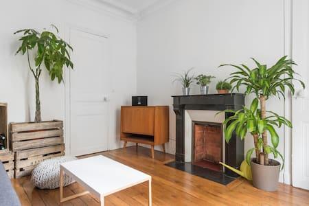 Nice bright 60m² very parisian flat - Paris - Apartment