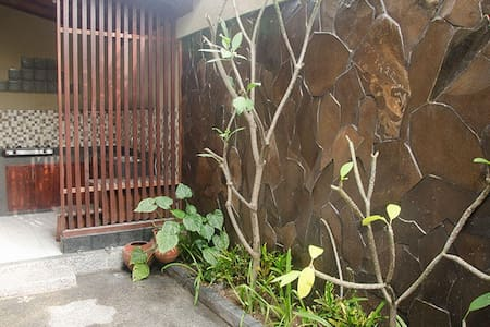Puri Prada House - Queen size bed 1 - South Denpasar - House