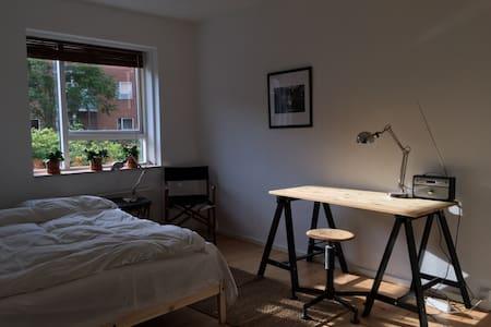 Large Bedroom in central Østerbro - København - Apartment