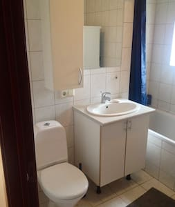 Clean and comfy room in quiet part of  downtown - Reykjavík - Apartment