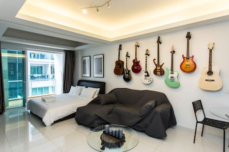 3. Hard Rock Business Suite + FREE High Speed Wifi - Apartment