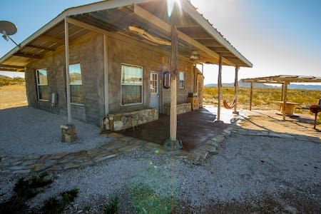 Off Grid Earth Bag Home - Terlingua - Maison