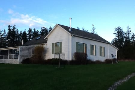 The Farmhouse at Valentine Ridge - House
