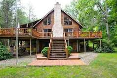 Elegant cozy log home on 11 acres. - House