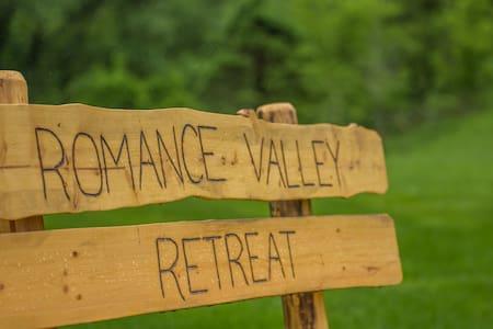 Romance Valley Retreat - Hus