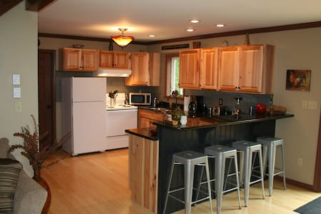Comfortable and Quiet Pocono Home Away From Home - Albrightsville - House