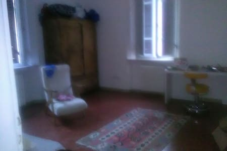 Rooms or whole house in city centre - Perugia - House