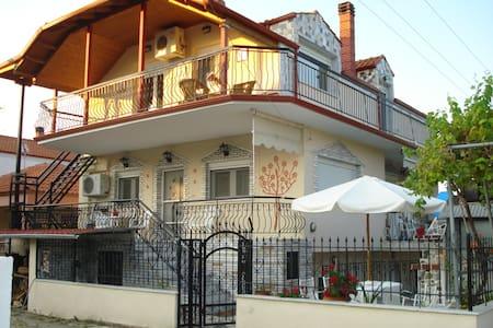 Asprovaltahouse first floor apartment - Appartement