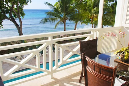 Luxury One Bedroom Beach Front Condo in Paynes Bay - Paynes Bay