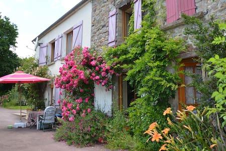 Chambre chez l'habitant: nature, sérénité et calme - Huis