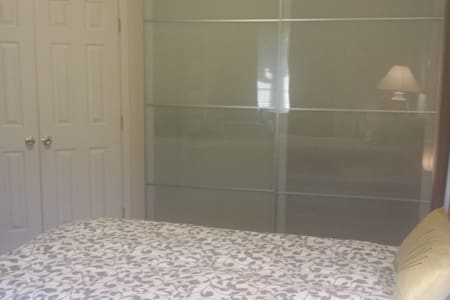 Private single bedroom for solo traveller. - West Chester Township