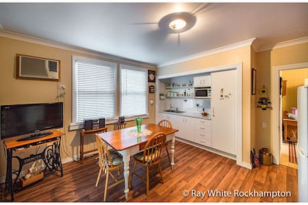 Short Walk to Shops, Hotel & Botanical Gardens - Allenstown - House