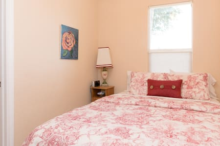 Apartment with Private Bath; Adjustable Bed - Englewood - House