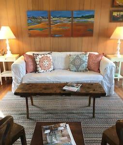 Perkins Cove- Rustic Charm Cottage - 小平房