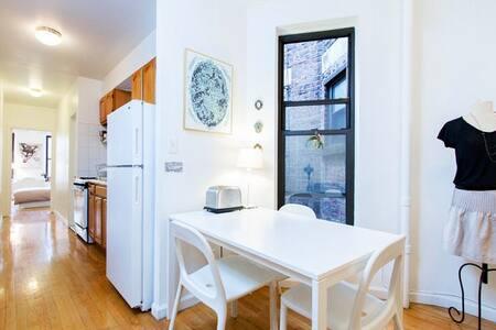 UES Charm: 2 bedrooms in Manhattan!