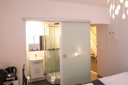 Room with private bathroom - Vík - Bed & Breakfast