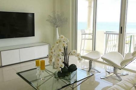 Luxury Apartment on the beach with ocean views! - 아파트