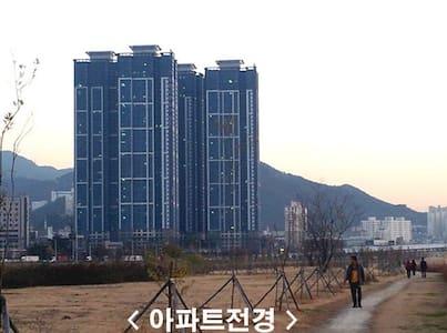 43층, 멋진 낙동강변 뷰, 안락한 Cute Room - Lejlighed
