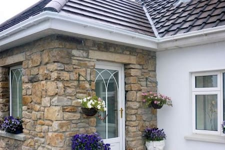 Atlantic Way: 3 bedroom self-catering for up to 6 - Kilcar