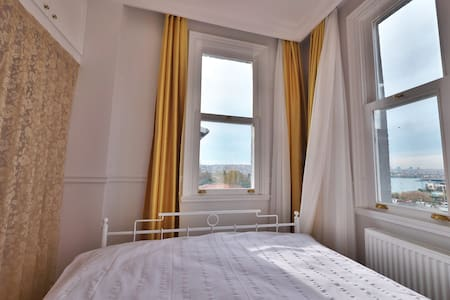 Elegant-Historical-Sea View-Keyless-Conveinient - Beyoğlu - Appartement