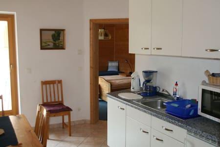Neuwertige Wohnung in schöner Lage - Lakás