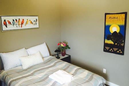 Private Room Hosted by Derek, Winnipeg, MB Canada - Winnipeg - Haus