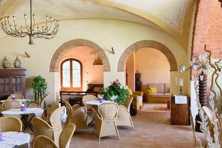 Dreamy room in rustic farmhouse - Bettolle - Villa