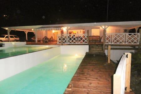 villa ALIZEA Capesterre marie galan - Ház