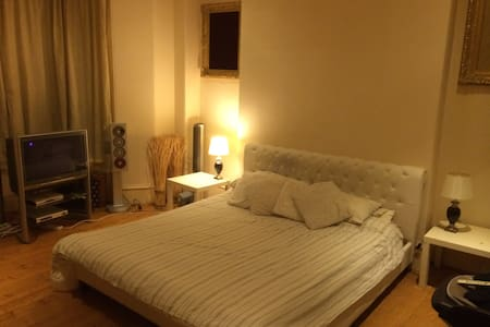Large cosy bedroom near city centre - Apartamento