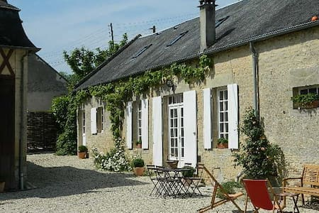 MARIGNY Cottage in 1 km of the sea. - Bed & Breakfast