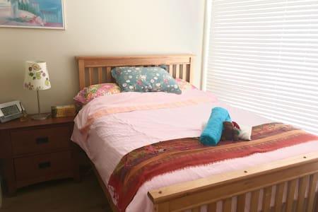 Cozy room,交通便利,位置优越,干净的温馨小屋 - Richmond - House