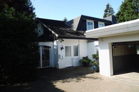 Ruhige und helle 62 qm Wohnung in Quickborn-Heide - Quickborn - Apartamento