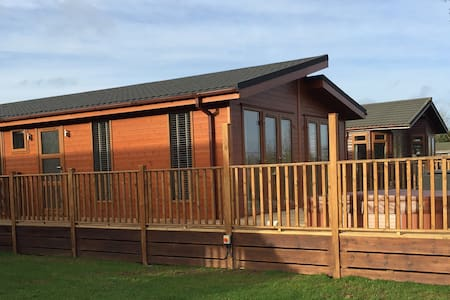2 Bedroom Signature Lodge at Blossom Hill - Chalet