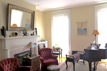 The Robin's Nest- Spacious Hudson Valley Comfort - Poughkeepsie - House