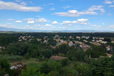 La Dormeuse à 10 minutes d'Avignon - Townhouse