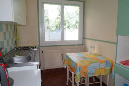 Appart.55 m2/ rez-de jardin/terrasse face Pyrénées - Casa
