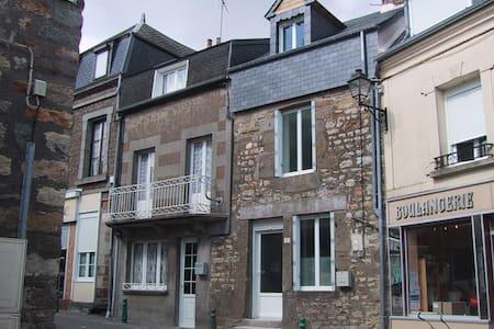 Characterful cottage in peaceful Normandy village - La Ferrière-aux-Étangs