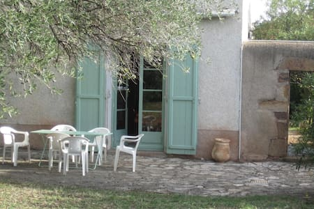 Belle maison de vigneron avec piscine - Cébazan