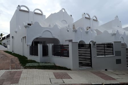 Stunning Self Catering 2 Bedroomed Apartment - Marbella - Appartement