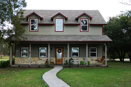 Luxurious Brazos Riverfront Home, 10 min from Waco - Waco - House