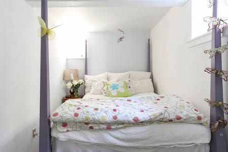 Private room & bath in large, bright Woodacre home - Woodacre - House