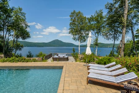 Villa on the lake Memphrémagog - Ogden - 木屋