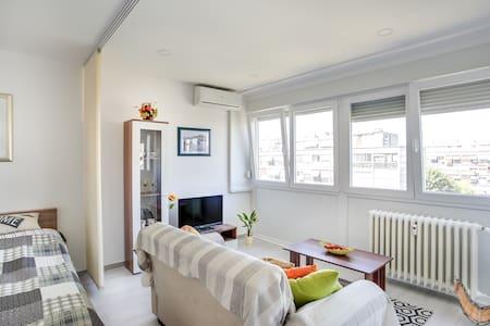 Cosy studio apartment close to city center - Byt