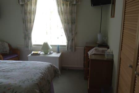 33 Uplands park, Sheringham, Norfolk. - Bed & Breakfast