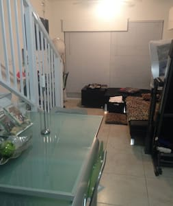 ROOM FOR RENT IN NICE AND CLEAN APT