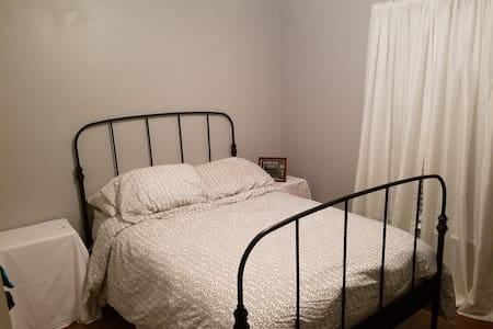 Cozy Room in Deltona - House