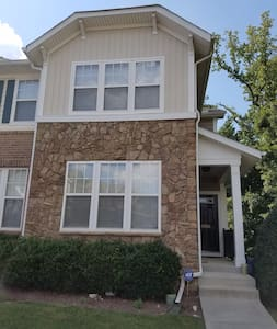 Viking Drive Studio, Minutes to Downtown Raleigh - Raleigh - Townhouse