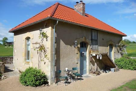 Vakantiehuis Domaine de Savigny - Saint-Saulge - Casa